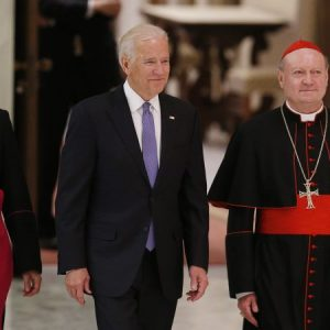 20160429T0823-POPE-BIDEN-CANCER-546923-690x450